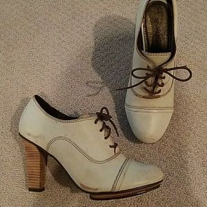 Matisse White Oxford Heels, size 8, Anthro